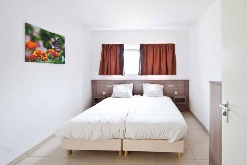 iedere slaapkamer een eigen badkamer Resort Arcen zwembadvilla
